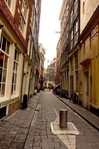 Narrow streets lacking a plumb line