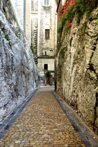 Alleyway Avignon style