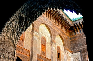 Several beautifully rendered elements of Islamic art include arches, stalagtites and geometric shapes