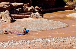 Washing carpets in the Oued El Maleh